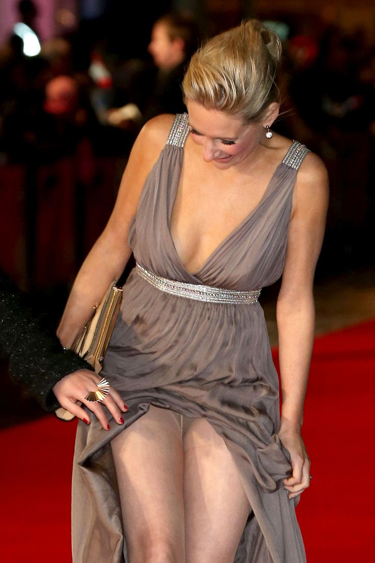 Pantyhose flash out in hollywood paris hilton pics 1 1 saved by s b
