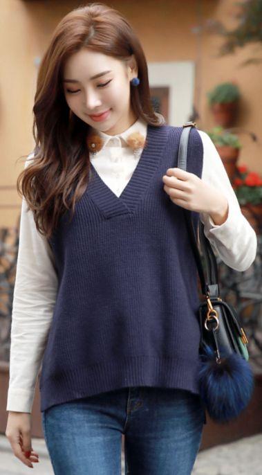 StyleOnme_Loose Fit V-Neck Knit Vest #navy #vest #knitwear #koreanfashion #kstyle #kfashion #dailylook #falltrend #seoul