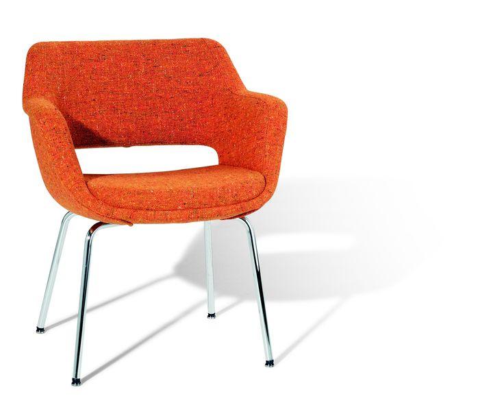Olli Mannermaan Kilta -tuoli (valmistaja Martela) 1955. Kilta oli aluksi puurunkoinen mutta tekniikan kehittyessä siitä tuli ensimmäinen suomalainen muovirakenteinen tuoli (polystyreenistä vuodesta 1959).