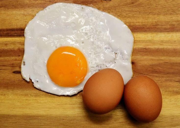 Vejce natvrdo, naměkko, na hniličku, volské oko, vejce Benedikt, zastřené vejce, ztracené vejce a spousta dalších receptů. Vajíčko je dnes možno připravit na opravdu spoustu způsobů. Můžete si jej dát ke snídani, svačině, obědu i večeři. Může být součástí zeleninových salátů, pomazánek, hlavních jídel i jednohubek. Je vejce zdravé nebo není? Existuje spousta článků, že …