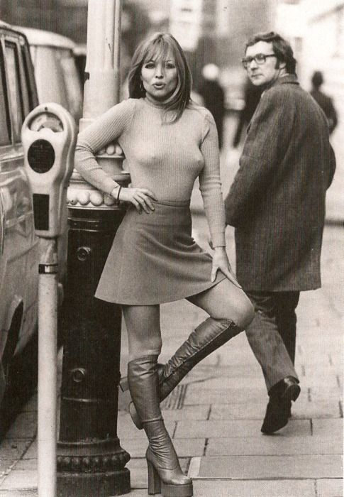 '70s fashion on the street (fab boots).