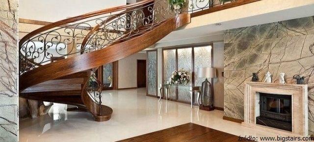 Kamień w luksusowych wnętrzach: piękne, kunsztowne schody i ściana wykończona marmurem Rain Forest