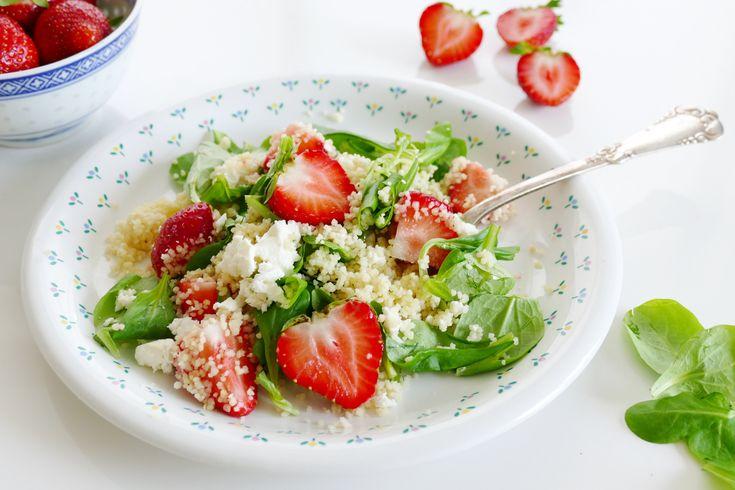 Een aantal weken geleden maakte ik een zomerse salade met couscous en aardbeien. Deze salade viel zeer goed in de smaak. Hij is lekker fris en daardoor perfect om klaar te maken op warme, zomerse dagen. Deze salade is heerlijk als hoofdmaaltijd, maar kan ook heel goed als bijgerecht geserveerd worden, bijvoorbeeld bij de barbecue. Het allergrootste voordeel heb ik...         Read More