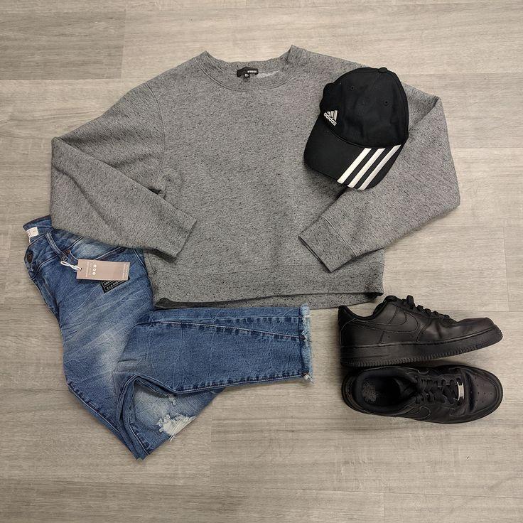 This outfit gives us all the feels! Feeling of comfort & the feeling of total rebel. #renegademaster #gentlyused #PlatosClosetOshawa #basic #minimalistlooks // #Wilfred sweatshirt, Size XS, $20 // #Ardene jeans NWT, Size 7/8, $12 // #Nike shoes, Size 7, $18 // #Adidas cap, $8 // | www.platosclosetoshawa.com
