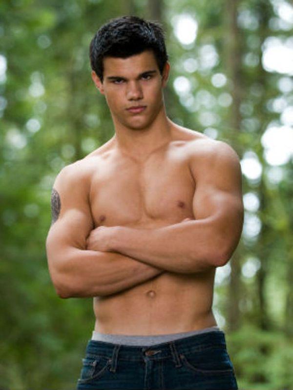 Taylor Lautner                                                       …