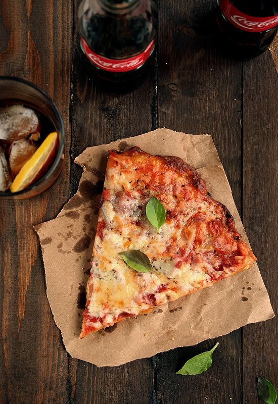 Masa de pizza fina y muy crujiente.