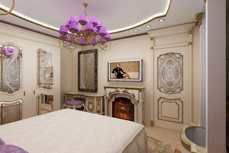 chambre style baroque en crème, lambris mural en bois et Roméo lustre violet