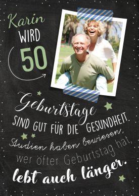 Einladungskarte zum 50. Geburtstag mit Foto und witzigem Spruch zur Gesundheit. Nur Foto und Namen einsetzen! #EinladungGeburtstag.de