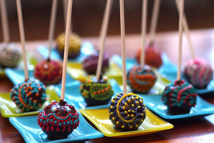 Mehndi Cake Table : Mehndi cake pops indian wedding foods pinterest