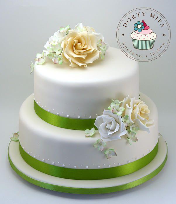 Wedding cake with sugar roses and hydrangeas