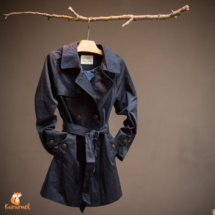 ZARA girls Outweare Collection - haine toamna / primavara -  RO: Pardesie pentru fete, de culoare albastru marin. O piesă classică, ușoară și în totdeauna elegantă. HU: Tengerkék kabát. Egy klasszikus darab, könnyű és elegáns. Size - 128 (7-8 year) - 1 pc. Price - 98.00 RON
