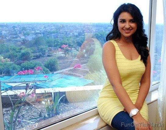 Indian Actress Parineety Hottest Images (19)