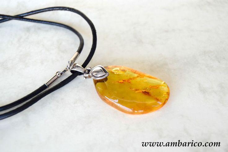 Authentic baltic amber pendant with cord/Colgante de ambar baltico con cordon