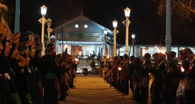 Peringati Malam Lailatul Qadar Keraton Surakarta Kirab Tumpeng Sewu Dan Lampu Ting Malam Indonesia