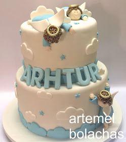 Bolo liiiiiiiindo de viver com anjinhos sapecas e nuvens fofinhas. Assim foi o bolo do batizado do Arthur. Um pedido muito espec...