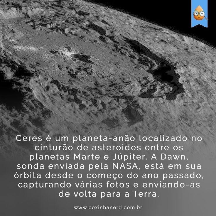 """#CoxinhaCuriosa Durante sua última órbita a sonda ficou a apenas 1.480km de distância do planeta-anão o que é considerado muito próximo. Sua angulação em relação à Ceres em conjunto com a posição do sol acabaram gerando belíssimas imagens da superfície que foram publicadas pela agência espacial americana recentemente. Para ver todas as imagens basta acessar http://ift.tt/tWXNUY #TimelineAcessivel Imagem do Planeta-Anão Ceres com a curiosidade: """"Ceres é um planeta-anão localizado no cinturão…"""