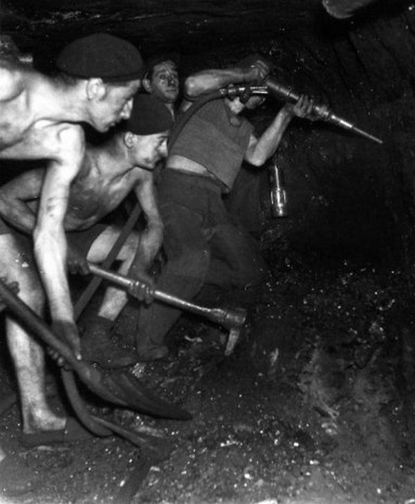 "#Robert Doisneau Photography|""Mines de Lens en 1945 "" du photographe Robert Doisneau ( 1912 - 1994 ) 2/2"