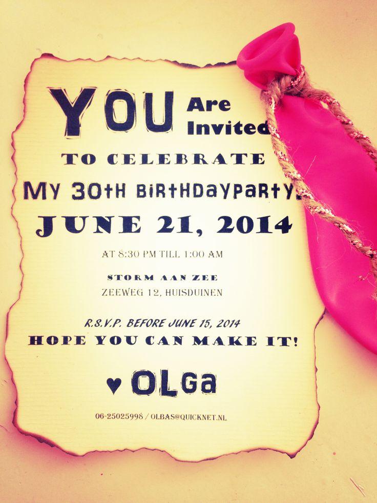 Mijn zelfgemaakte Verjaardag uitnodiging - 30 jaar.   DIY: In Word de pagina in 4en gedeeld. De tekst met verschillende lettertype opgemaakt. Printen. De uitnodiging uitgeknipt. De randen gebrand met behulp van een aansteker. Tot slot met een perforator een gaatje gemaakt en een ballon met een touwtje aan de uitnodiging vast gemaakt.