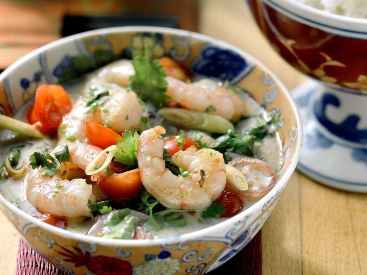 Shrimps mit scharfer Kokossoße | http://eatsmarter.de/rezepte/shrimps-mit-scharfer-kokossosse