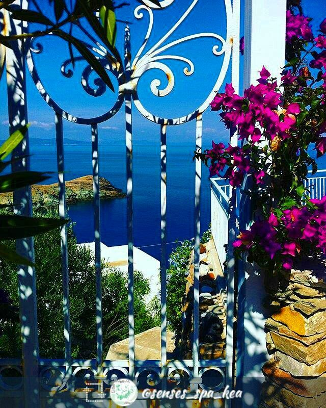 Door to paradise! Door to everywhere! -- #repost @senses_spa_kea with @repostly -- #doortofuture #doortoeverywhere #sea #visitkea #kea #kea_greece #love #paradise #AegeanSea #nature #architecture #flower #Cyclades