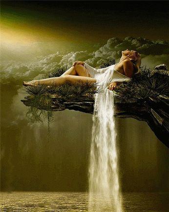 mujer cascada gif