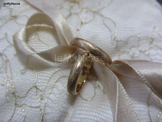 http://www.lemienozze.it/operatori-matrimonio/gioielli/stefano-andolfi/media/foto/3  Fedi nuziali in oro giallo lavorato