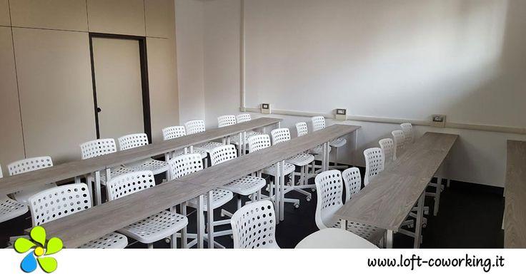 Sale riunioni Milano - Sala Training allestita a banchi di scuola: può essere disposta anche a platea, a ferro di cavallo, a...