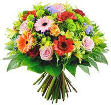 Ramo de Flor Variada formado por rosas, gerberas y verdes. Desde 44.95 €.