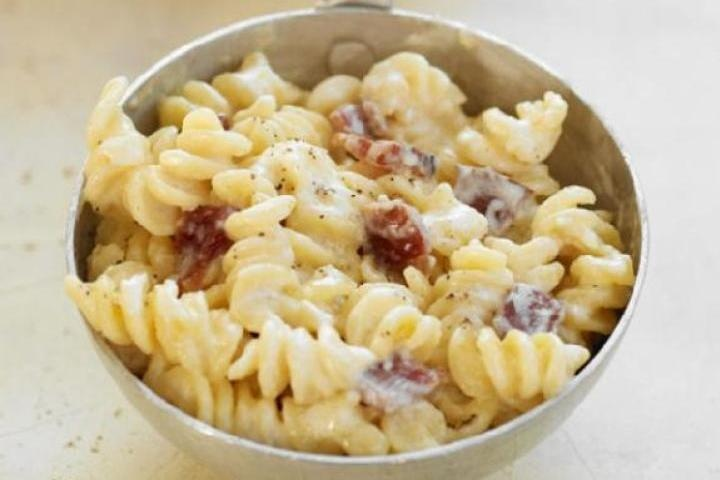 Bacon swiss mac and chees with whole wheat pasta lite swiss cheese