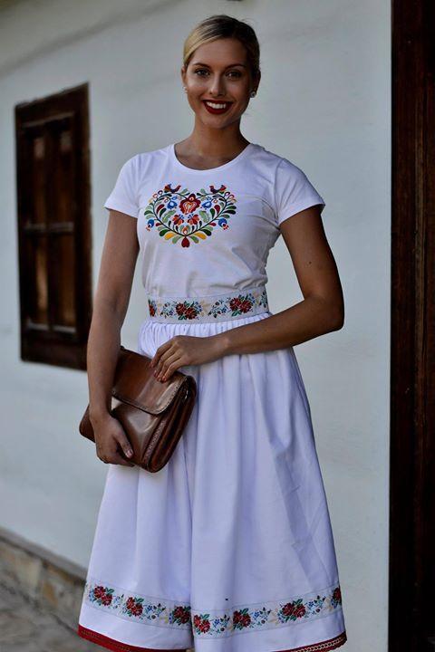 #praveslovenske Viac ako 20 rokov výroby takéhoto krásneho oblečenia od PARTA Slovenské ľudové umenie :-) A samozrejme krásna blogerka Sweet Lady Lollipop