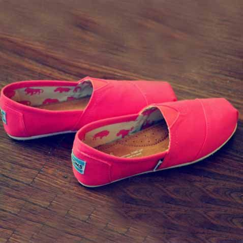 You could say shoes and the color pink are my favorite! Especially toms ♡