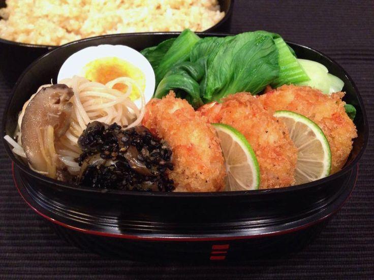 玄米ご飯(300g)、海老フライ、青梗菜塩茹で、にぬき(薄口)、椎茸ビーフン、茄子胡麻よごし