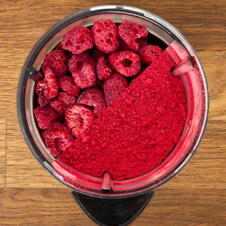 Freeze-dried raspberry powder is easy to make with store-bought freeze-dried raspberries. Add this Modernist twist to your next dessert or cocktail!