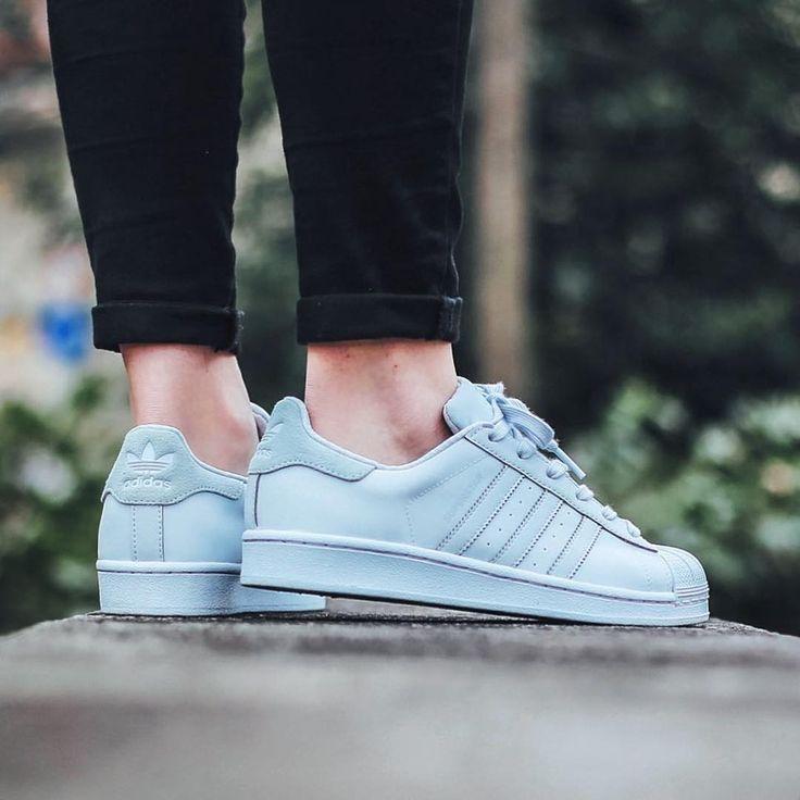 Sneakers femme - Adidas Superstar Adicolor (©titoloshop)
