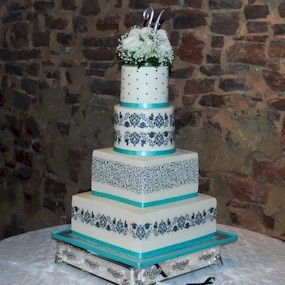 Beautiful damask wedding cakes in Turquoise.      http://artistiquecakes.wordpress.com      http://www.penangweddingcakes.com      http://ca...