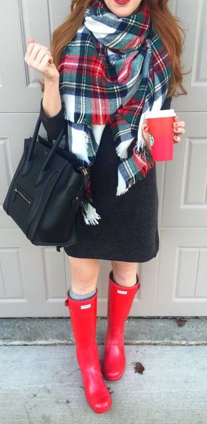 #winter #fashion / tartan scarf + red color pop