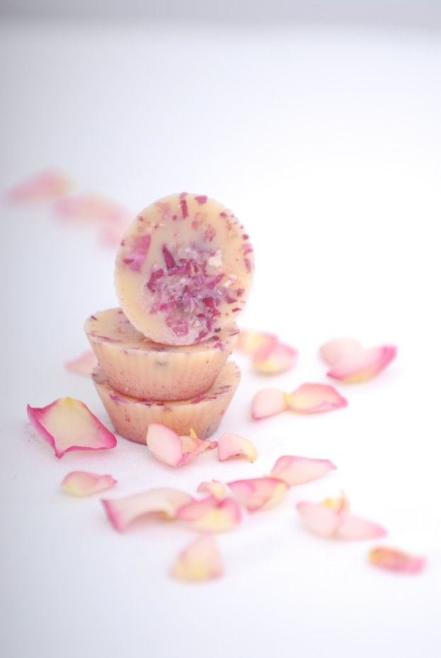 Cocoa Butter Rose and Geranium Bath Melts - Rose is widely popular not only for being one of the most beautiful flowers in the world, but also for its ability to keep our skin healthy and young-looking. It was used by ancient Romans and Greeks to perfume their baths.