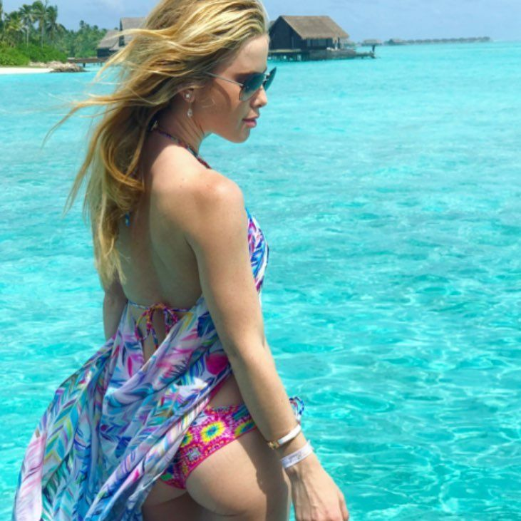 Tara Lipinski got that ass ... and where better to show it off than on her honeymoon   #tmz #honeymoon #taralipinski