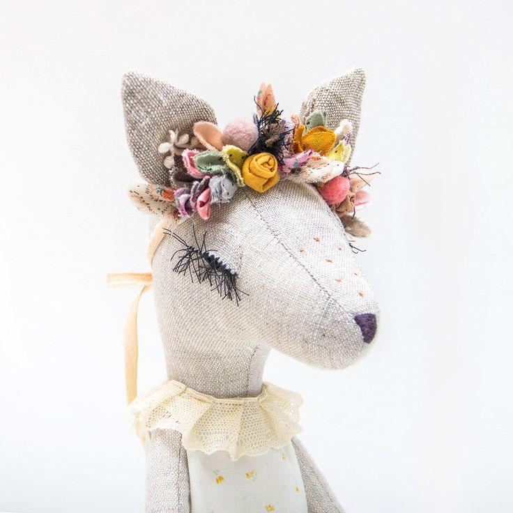 Fawn / Deer Mädchen im grünen Kleid und Blumen Krone - handgemachte Erbstück Puppe von lenabekh auf Etsy