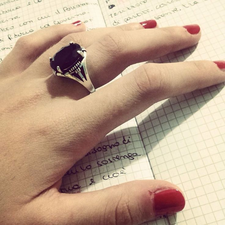 #BeFashion #fashionblogger #fashion #blog #blogger #nails #unghie #red #rosso #mani #work #set #rings #ring #anello #anelli #stile #style #black #nero #pietra #look #stile #style