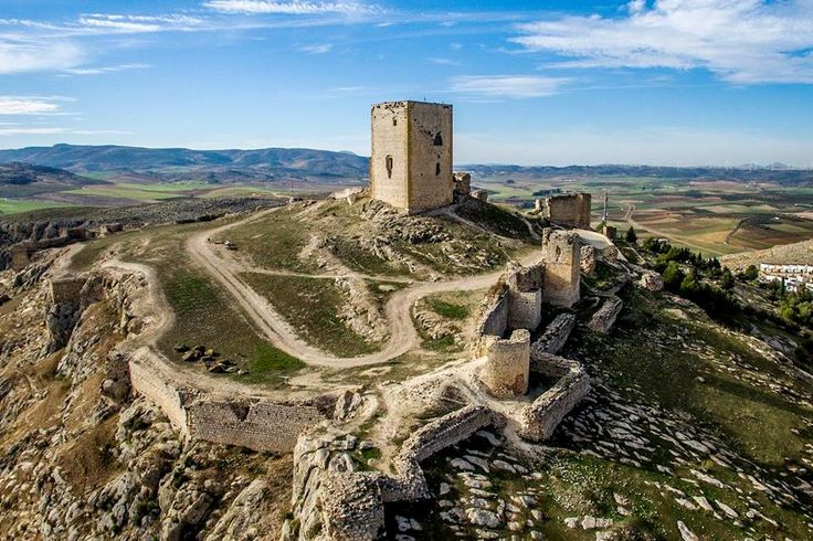 CASTLE OF SPAIN - Castillo de Teba ó de la Estrella. (Málaga). In 1329, King Robert the Bruce of Scots,on his death bed, insisted that after his death, his friend the 'Good Sir James' Douglas should cut out his heart and carry it in a casket on a pilgrimage to the holy lands. Unfortunately they only got as far as southern Spain, During the battle of Teba, the Moors feinted a retreat Douglas and his knights into an ambush, the Scots were cut off and killed.