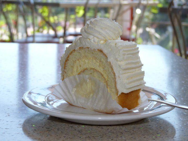 Rulada cu crema de vanilie si frisca