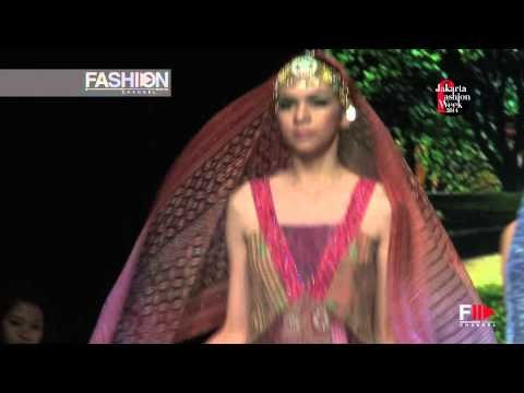 """PARANG KENCANA"" Jakarta Fashion Week 2014 HD by FashionChannel - YouTube"