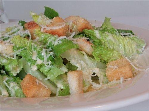 Салат зеленый, Филе куриное, Помидоры, Хлеб белый, Соус «Цезарь», Масло сливочное, Чеснок, Сыр пармезан