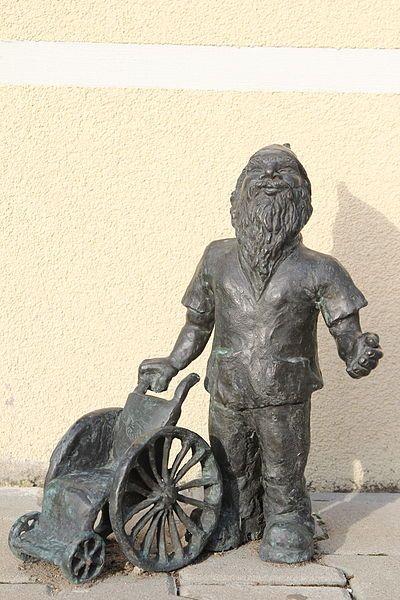 File:Fizolek (Physiotherapist) Wroclaw dwarf 01.JPG