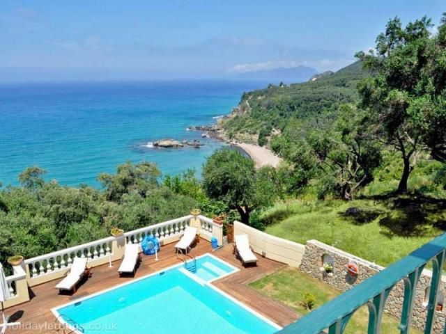 For Sale Villa, Meliteieoi, Paramonas, 190 sq.m., In plot 850 sq.m., 4 Bedrooms, 4 Bathrooms, 1 Κitchen/s,  Status: Amazing, Feautures:  Swimming pool, Balc...