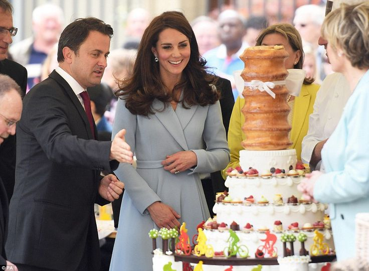 Now that's a sweet treat! The Duchess was shown an elaborate cake decorated with cycling figurines and petit fours