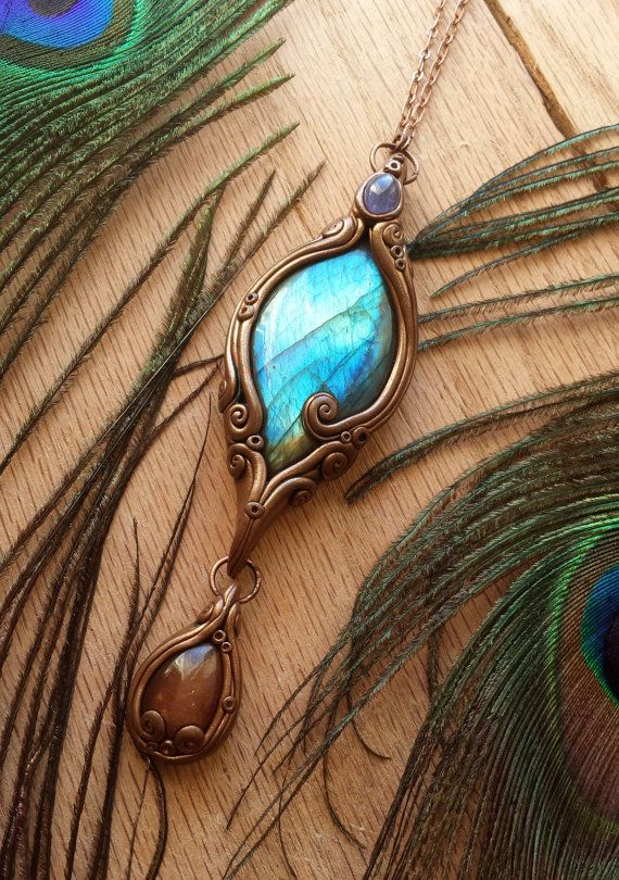 Treasure  pendentif en énergie cristal par LunaBlueBoutique sur Etsy