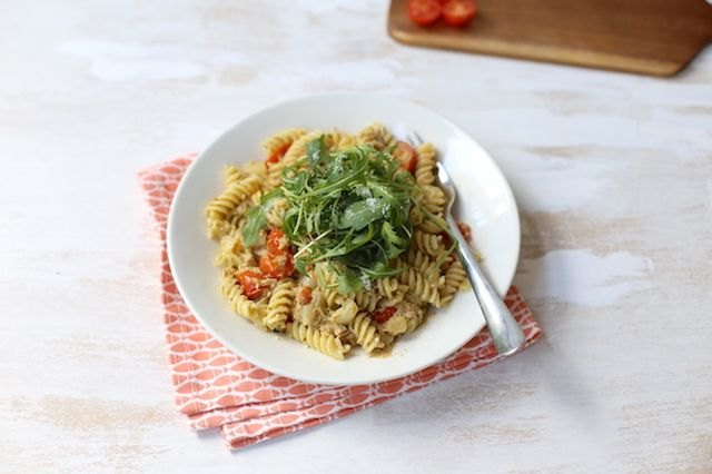Snelle pasta met tonijn en pesto