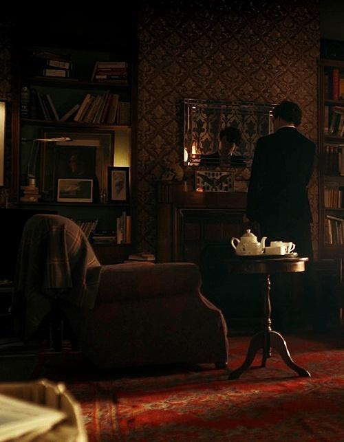 Sherlock teaches us how to tea table